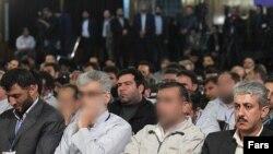 برخی از متهمان پرونده «اختلاس سه هزار میلیارد تومانی»- ۲۹ بهمن ۱۳۹۰