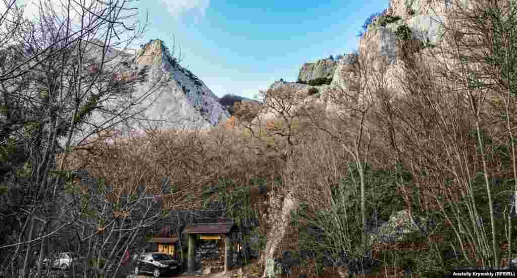 Краєвид на перевал Шайтан-Мердвен зі старого шосе Ялта-Севастополь