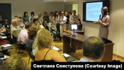 Galina Arapova speaks at a seminar for journalists organized by her Mass Media Defense Center. (file photo)