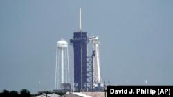 موشک فضاپیمای مدل «فالکون ۹» در پایگاه فضایی کندی