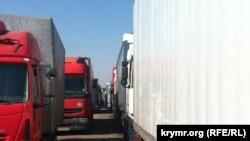 Очередь фур на административной границе с Крымом