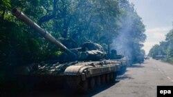 Колона бойової техніки сепаратистів під Горлівкою, архівне фото