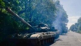 Донецк облысының Горловка ауданы маңында тұрған ресейшіл сепаратистердің әскери колоннасы. Украина, 20 шілде 2014 жыл.