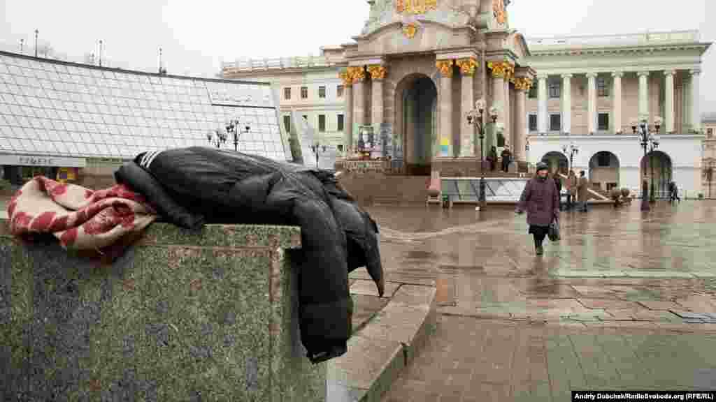 Активісти демонтували останній намет на майдані Незалежності в Києві, 26 лютого 2016 року БІЛЬШЕ ПРО ЦЕ
