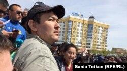 Гражданский активист Талгат Аян на митинге «по земельному вопросу» в Атырау. 24 апреля 2016 года.