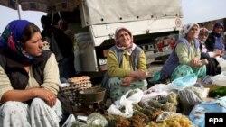 Žene na tržnici u Prizrenu