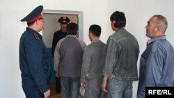 Қазақстаннан шығарылатын еңбек мигранттары. Тараз, 22 қыркүйек 2008 жыл. (Көрнекі сурет)