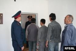 Еңбек мигранттарын мәжбүрлі түрде еліне қайтарып жатыр. Тараз, 22 қыркүйек 2008 жыл