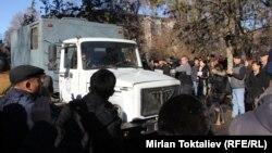 Октябрьский районный суд Бишкека, где 22 ноября проходило судебное заседание по делу бывшего спикера Жогорку Кенеша