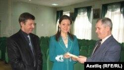 Фирдәүс Мортазин (с), Ләйсирә Шәрипова һәм Ринат Батталов