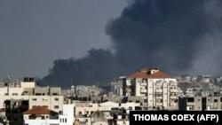 Дим над містом Газа після повітряного удару Ізраїлю