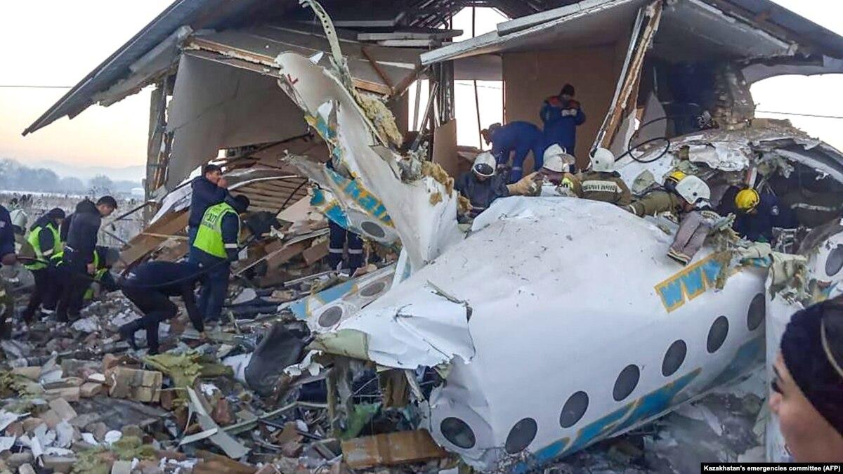 Ошибка или неисправность: в МВД Казахстана назвали версии причины падения самолета
