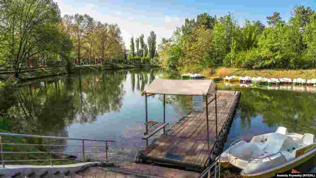 В пределах Симферополя насчитывается еще около двух десятков разного размера природных и искусственных водоемов – небольших озер и прудов