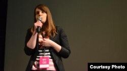 """Тамара Атанасовска на Првата конференција за друштвени медиуми """" Engage """"."""