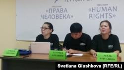 Участники Коалиции по вопросам безопасности и защиты правозащитников Казахстана PANA (слева направо): Токжан Кизатова, Турарбек Кусаинов, Асель Нургазиева. Астана, 4 августа 2017 года.