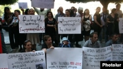 Armenia - Civic activists demonstrate against continuing non-combat deaths in the army, 1Sept2011.
