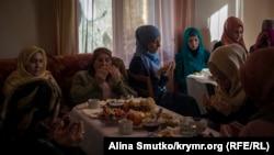 Родные и друзья фигурантов «дела ялтинских мусульман» собрались в доме правозащитника Эмир-Усеина Куку в Кореизе, чтобы провести совместный молебен – дуа