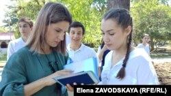 Карина Сепян со своей выпускницей