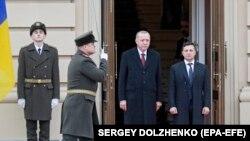 Президент Украины Владимир Зеленский (справа) и президент Турции Реджеп Тайип Эрдоган. Киев, 3 февраля 2020 года.