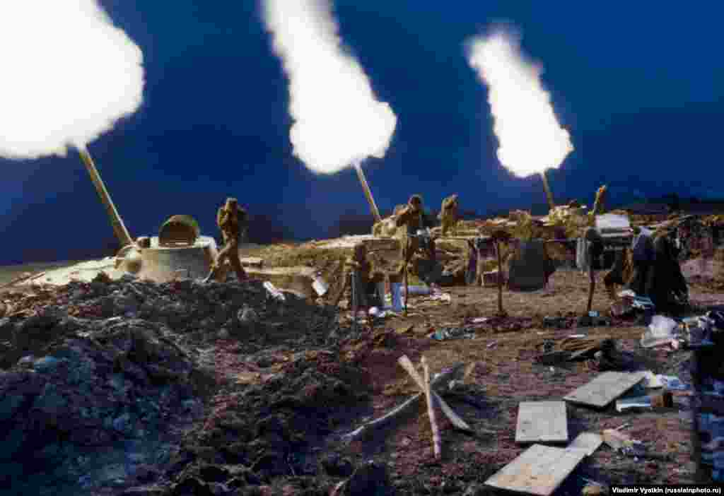 Russian troops bombarding separatists during the second Chechen war in 1999.