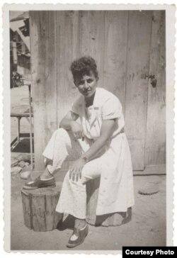 Сара Бэрман у Тэль-Авіве, 1938