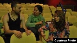 Подготовка за театарската претстава Хасанагиница на Штипскиот театар. Евтим Трајчов, Драгана Милошевска Попов и Јелена Јованова.
