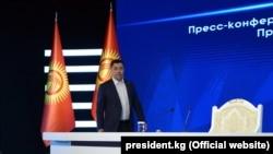 Пришедший к власти на волне вспыхнувших после парламентских выборов протестов в Кыргызстане Садыр Жапаров сложил с себя полномочия премьера, чтобы баллотироваться в президенты.