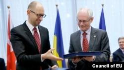 Голова українського уряду Арсеній Яценюк і голова Європейської ради Герман Ван Ромпей сьогодні в Брюсселі, 21 березня 2014 року