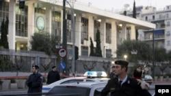 Сразу после обстрела греческая полиция перекрыла все улицы рядом с посольством США