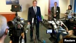 Ministri i Jashtëm rus, Sergei Lavrov, gjatë adresimit para mediave pas takimit në Cyrih me Sekretarin amerikan të Shtetit, John Kerry