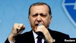 Președintele Erdogan adresîndu-se susținătorilor săi