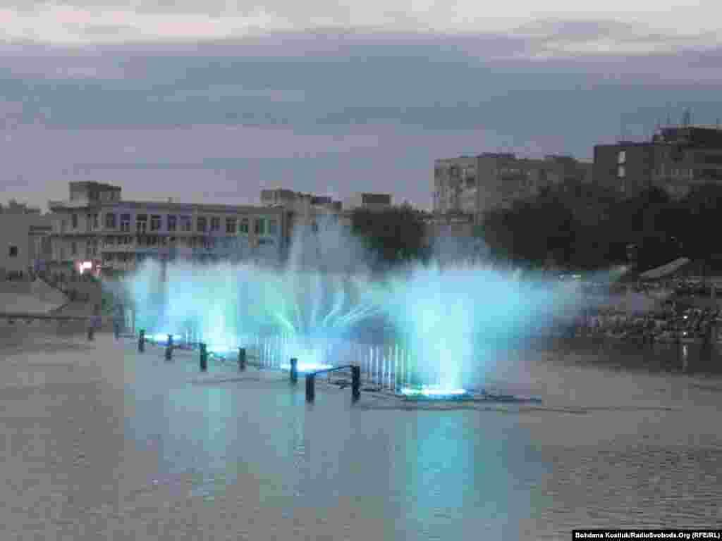 Світлове і музичне шоу фонтанів у Вінниці