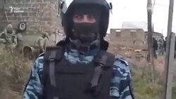 У будинках кримських татар у Криму тривають обшуки (відео)