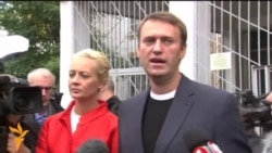 Candidates Navalny, Sobyanin Cast Votes (RUSSIAN, no subtitles)