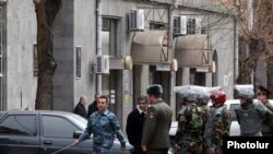 Armenia -- Security forces prepare to search the State Revenue Committee building after what turned out to be a false bomb alert on February 25, 2010.