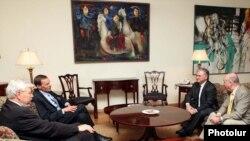 Встреча министра иностранных дел Армении Эдварда Налбандяна с сопредседателями Минской группы ОБСЕ в Ереване (архивное фото)