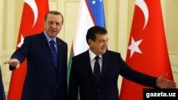 Президент Турции Режеп Тайип Эрдоган и врио президента Узбекистана Шавкат Мирзияев. Самарканд, 18 ноября 2016 года.