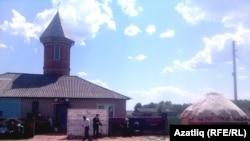 Омски өлкәсенең Олыкүл авылында мәчет ачылышы тантанасы. 20 май 2016