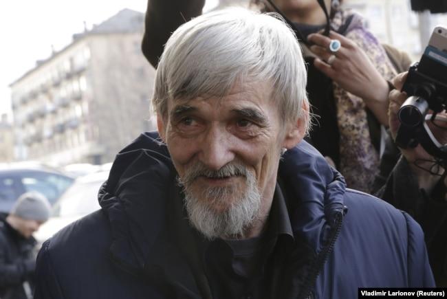 دمیتریف نزدیک به ۳۰ سال از عمر خود را وقف تهیه فهرستی از ۴۰ هزار نام کسانی کرده که در زمان حکومت استالین، به اردوگاهها فرستاده یا اعدام شدند.