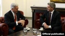 Британскиот министер за Европа и Америка Сер Алан Данкан минатиот месец се сретна со македонскиот претседател Ѓорѓе Иванов