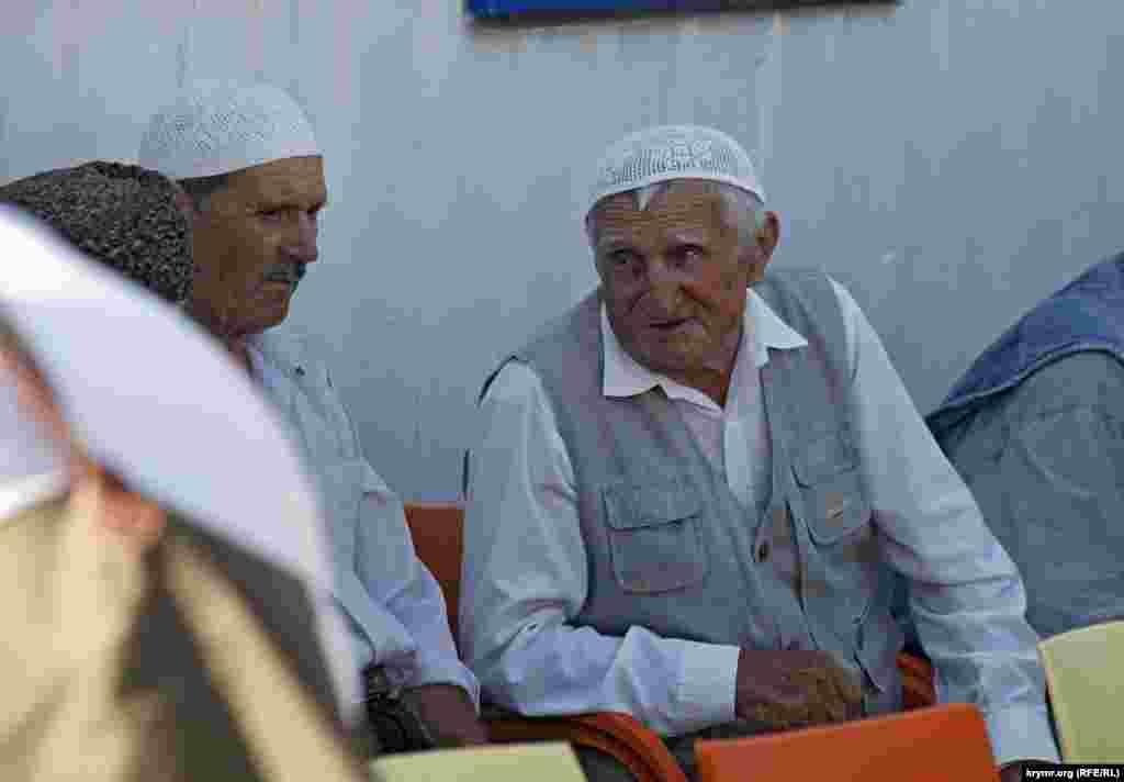 Пожилые крымские татары