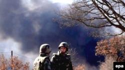 KFOR na prelazu Jarinje u vreme nereda, koji su na prelazima iz Srbije na Kosovo počeli već dva dana nakon proglašenja nezavisnosti Kosova, 19. februara 2008.