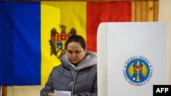 На одній із виборчих дільниць в Кишиневі, 30 жовтня 2016 року