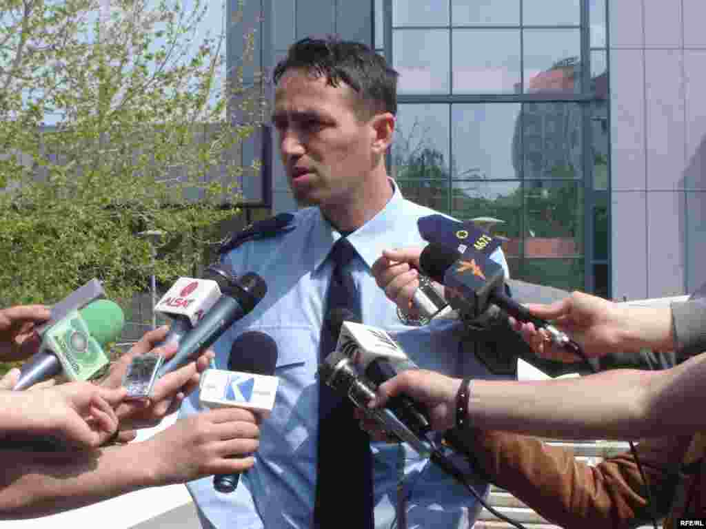 8 gusht '09 - Trupat e pajetë të Trajanka (59) dhe Bogdan (65) Petkoviqit, që janë gjetur të vdekur në shtëpinë e tyre më 7 gusht, në Partesh të Gjilanit, janë bartur në Institutin për Mjekësi Ligjore në Prishtinë, ka deklaruar zëdhënësi i Policisë së Kosovës, Arbër Beka. Ministri për Kosovën, Goran Bogdanoviq, rastin e kishte cilësuar të motivuar etnikisht dhe kishte kërkuar hetime nga një grup neutral ndërkombëtar.