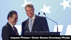 Preşedintele României Klaus Iohannis (dreapta) şi liderul PNL Ludovic Orban, la congresul liberalilor