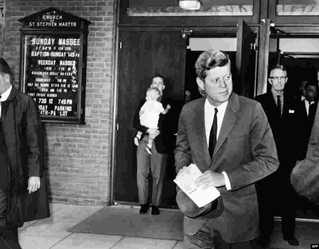 (Cümə) Karib böhranının 50-ci yubileyi ərəfəsində ABŞ prezidenti John Kennedy-nin 1962-ci ildə Amerika xalqına ünvanlamağa hazırlaşdığı çıxışının qaralaması açıqlanıb. Həmin məlumata görə, Kennedy Kubaya hücum ehtimalını nəzərdən keçirirmiş.