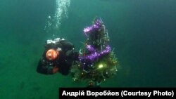 Ялинку встановили на 45-метровій глибині
