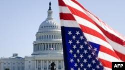Флаг США на фоне Капитолия в Вашингтоне (Иллюстративное фото.)