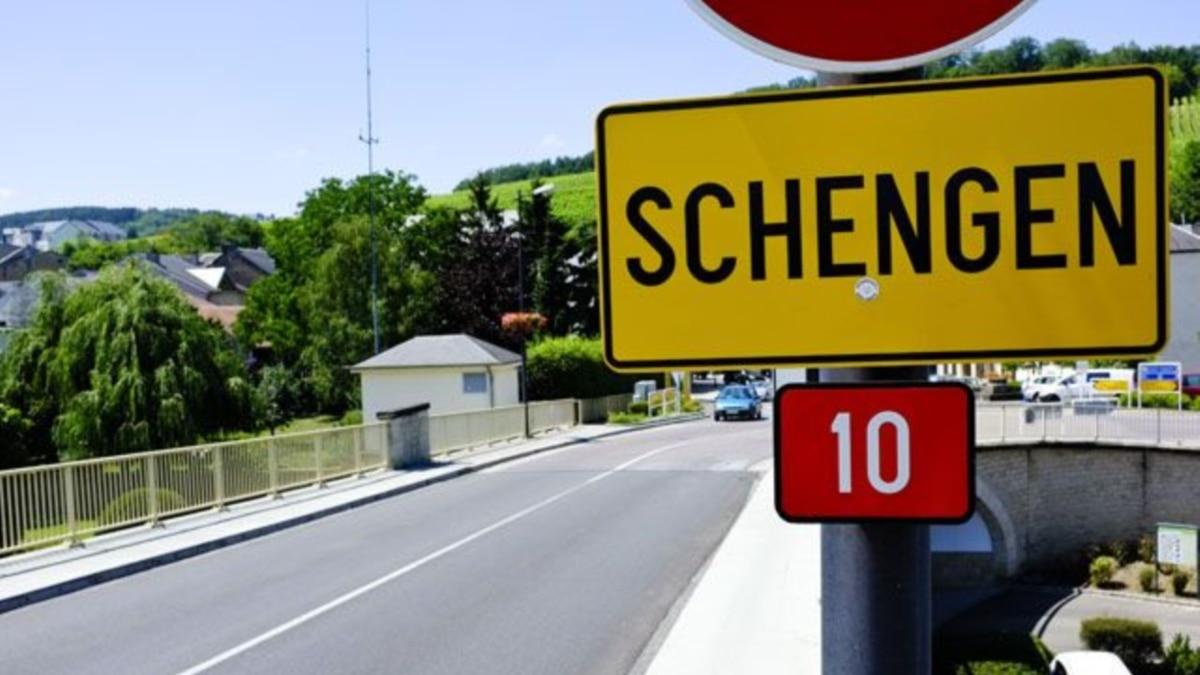 Еврокомиссия призывает страны-члены продолжить запрете передвижения внутри зоны до 15 мая