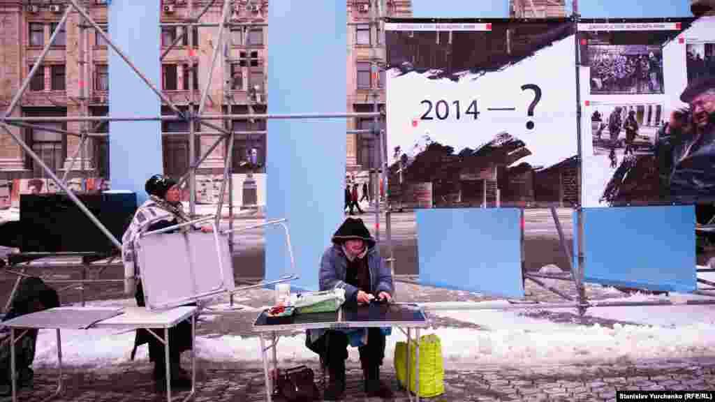 В центре Киева на Майдане Независимости открылась инсталляция «Зеркало истории»